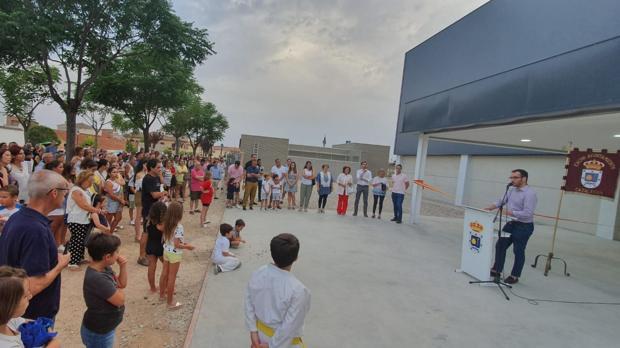 El alcalde, Francisco Blanco, habla para los asistentes a la inauguración