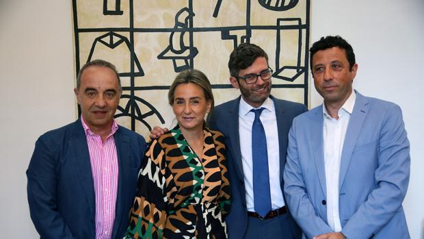 Emilio Selas, Milagros Tolón, Daniel Collado y Francisco Armenta durante la firma del convenio