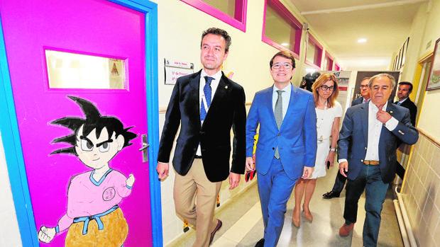 El presidente de la Junta, Alfonso Fernández Mañueco, inaugura el Curso de verano Prensa y Poder