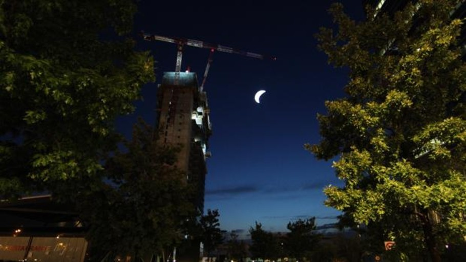 Una réplica de la Luna iluminará Madrid desde la quinta torre