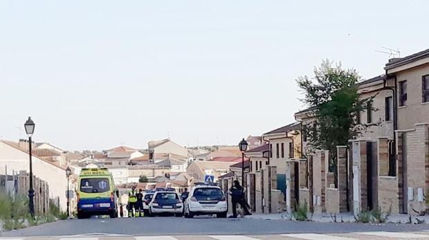 Despliegue sanitario y policial en la calle Babota de Los Cerrones, el pasado sábado, tras una pelea callejera