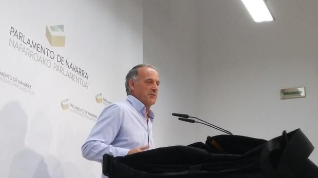 El portavoz de Bildu, Adolfo Aráiz, hoy en el Parlamento de Navarra