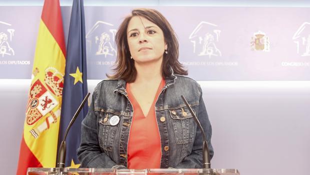 Adriana Lastra en el Congreso tras la reunión de Pedro Sánchez y Pablo Iglesias