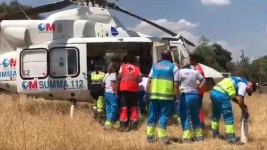 Una mujer de 76 años, trasladada grave en helicóptero tras ser encontrada sumergida en la piscina de su casa