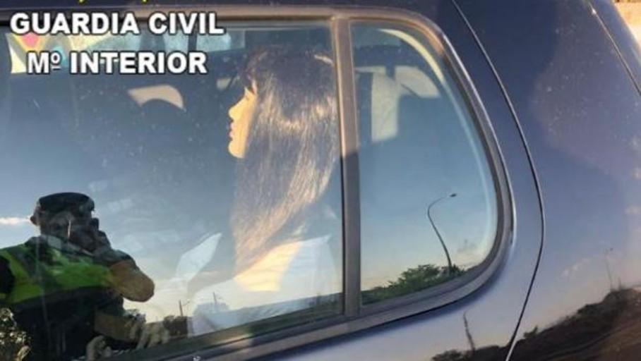Pillan a una conductora con un maniquí en el coche para poder circular por el carril bus-VAO