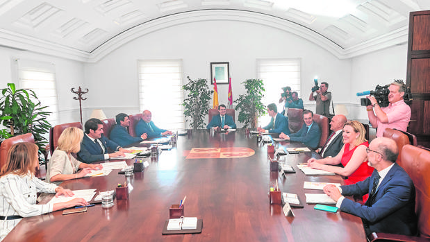 Reunión de todo el equipo de Gobierno en el Colegio de la Asunción, en Valladolid, tras la toma de posesión de sus cargos, el pasado miércoles