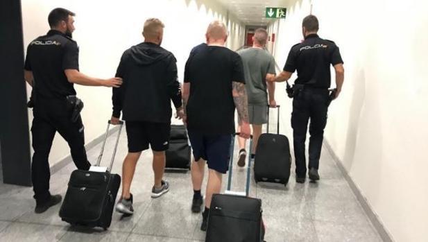 Imagen de los detenidos en el aeropuerto de Alicante