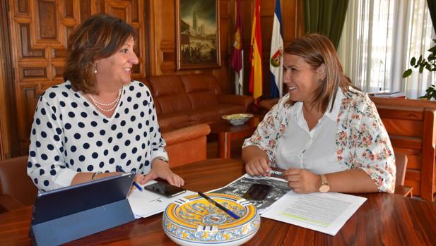 Patricia Franco y Tita García Élez durante su encuentro en Talavera