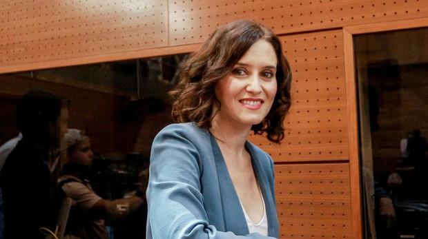 La candidata del PP, Isabel Díaz Ayuso, después de su discurso ayer en la sesión de investidura en la Asamblea de Madrid