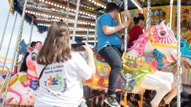 Asociaciones del personas con trastornos del espectro autista en la Feria de Sevilla