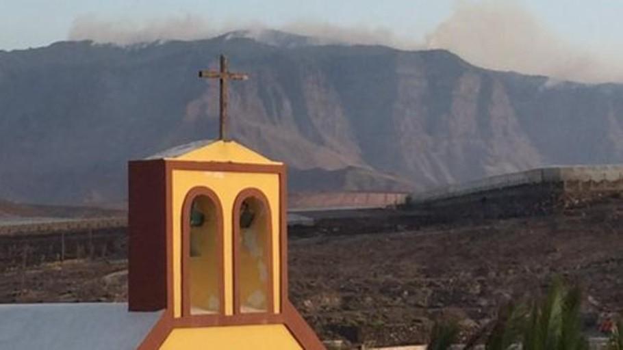El incendio no quema la esperanza de Canarias