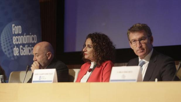 Alberto Núñez Feijóo junto a María Jesús Montero en un acto reciente en La Coruña