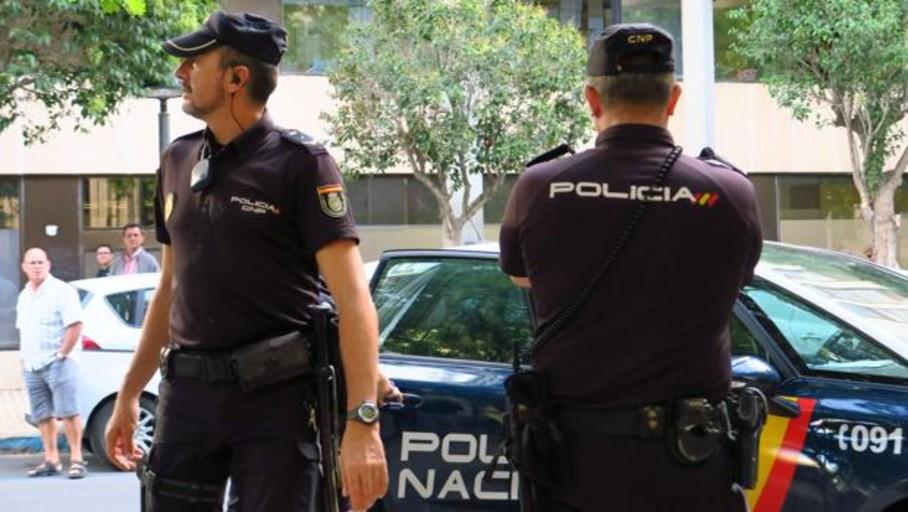 Detenido tras atracar un banco e intimidar a los agentes con una pistola simulada para huir