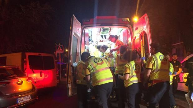 Sanitarios del Summa 112 atienden a los heridos