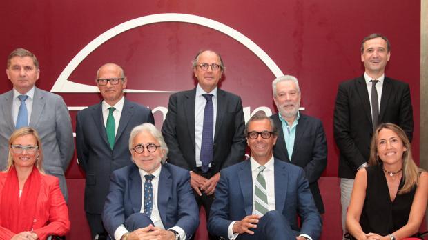 Sánchez Llibre, junto a otros miembros de Fomento y representantes comerciales de la ciudad