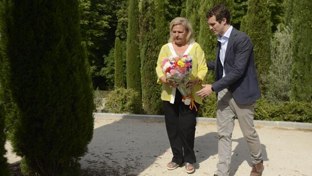 Ángeles Pedraza, junto al presidente del PP Pablo Casado