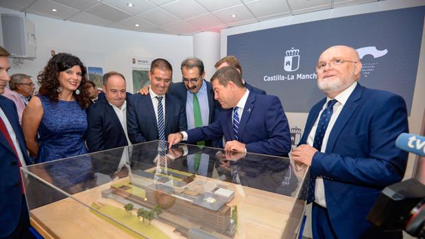 El presidente de Castilla-La Mancha durante la presentación del nuevo proyecto del hospital