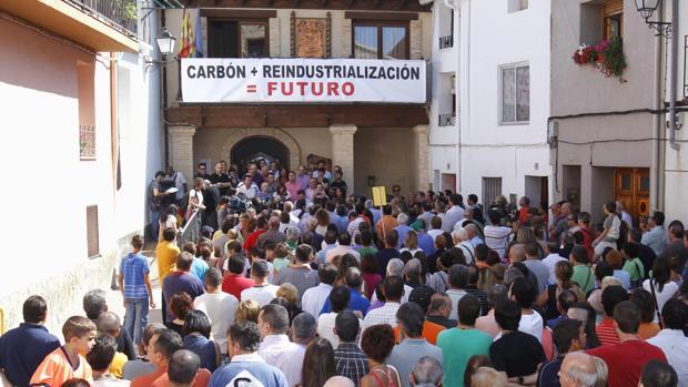 Imagen de archivo de una manifestación en Ariño (Teruel) para reclamar la reindustrialización tras el cierre de las minas de carbón