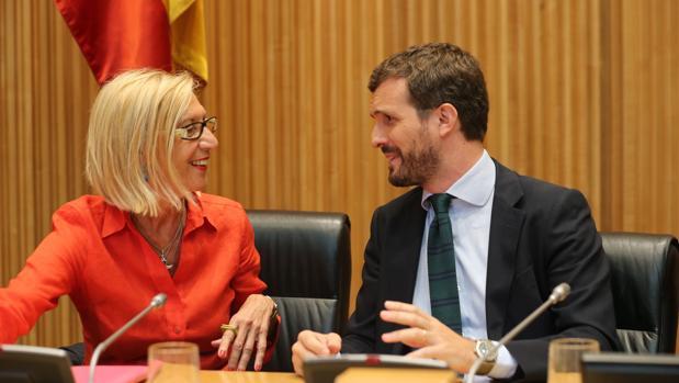 Rosa Dïez y Pablo Casado, junto en el Congreso de los Diputados