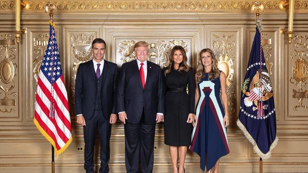 Pedro Sánchez, junto Donald Trump, Melania Trump y su esposa Begoña Gómez, en la recepción de 2018