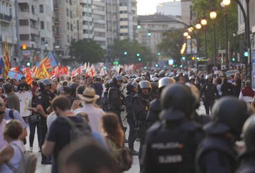 Despliegue policial durante el recorrido de la marcha