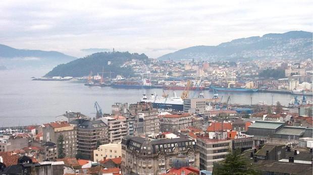 Vista al puerto de la ciudad de Vigo