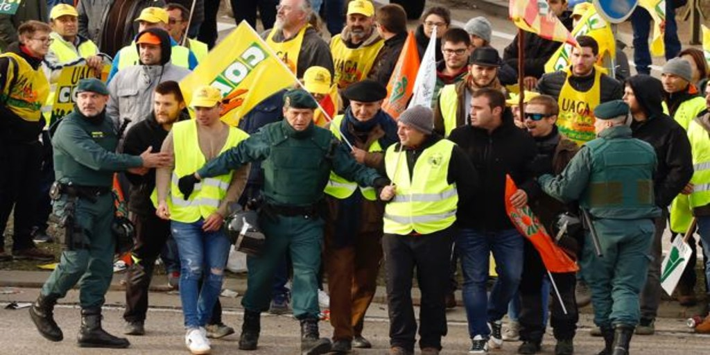 Los agricultores y ganaderos protestan en Zaragoza por los bajos precios y la falta de ayuda