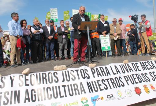 El presidente de Asaja-Alicante, dirigiéndose a los concentrados