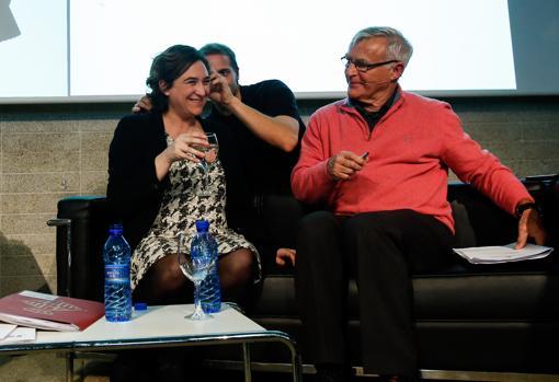 Imagen de los alcaldes de Barcelona y Valencia, Ada Colau y Joan Ribó, respectivamente