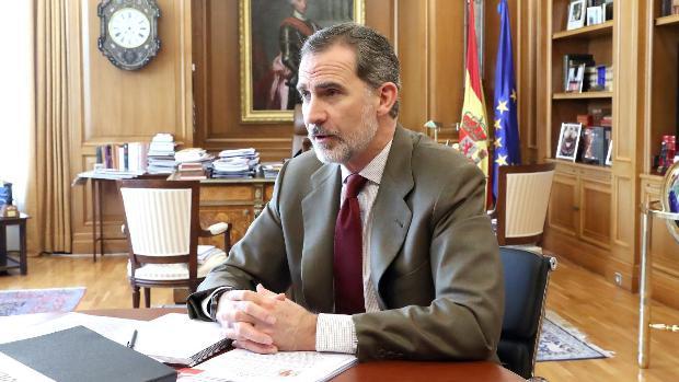Don Felipe, en su despacho de La Zarzuela durante la pandemia de Covid-19