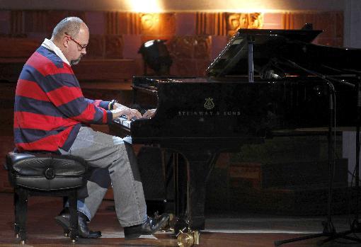 El Zafón pianista, durante una de sus actuaciones