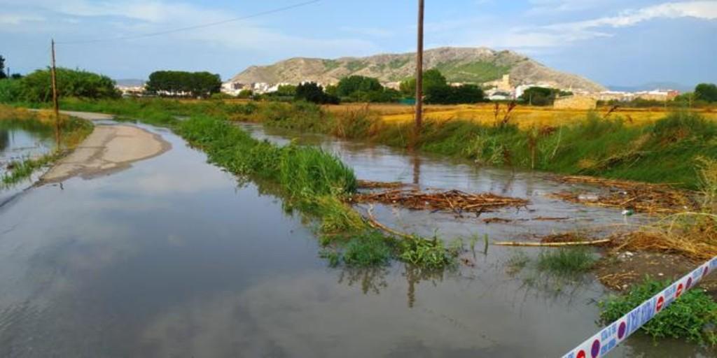 Una tormenta de 40 litros por metro en una hora causa inundaciones en Villena