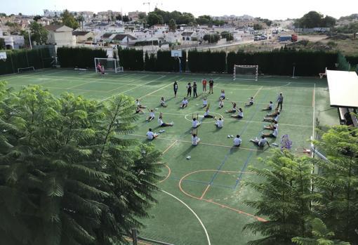 Alumnos de ELIS Villamartín en una de las actividades deportivas del Be Well Day
