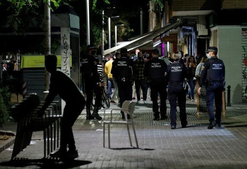 Imagen del operativo desplegado este sábado por la Policía Local de Valencia
