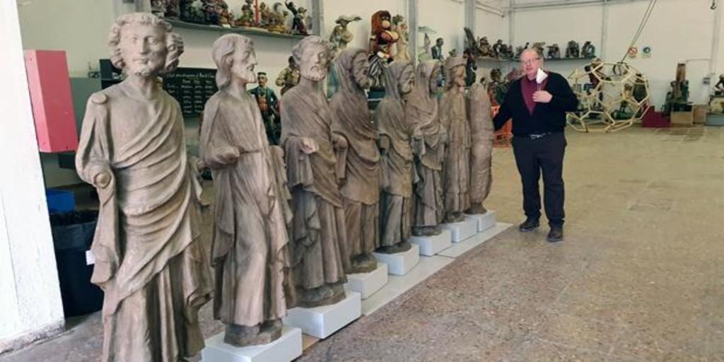 La parroquia San José Artesano expone figuras de los Apóstoles utilizadas en películas históricas españolas