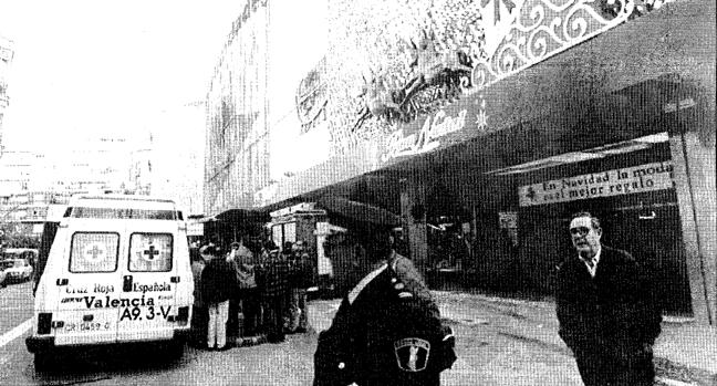 Imagen de los alrededores de El Corte Inglés de Pintor Sorolla tras el atentado