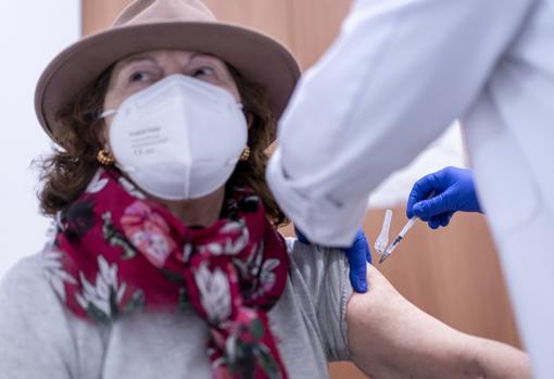 Imagen tomada el miércoles de la vacunación contra el coronavirus en Valencia