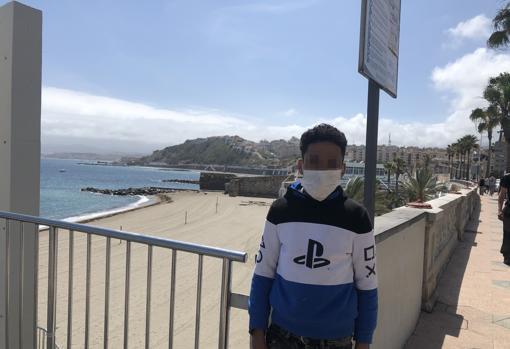 Ismael Bel Hassan. Tiene 13 años y dice que su madre está en Ceuta