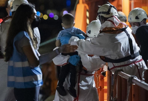 Landing of rescued migrants in waters near Gran Canaria