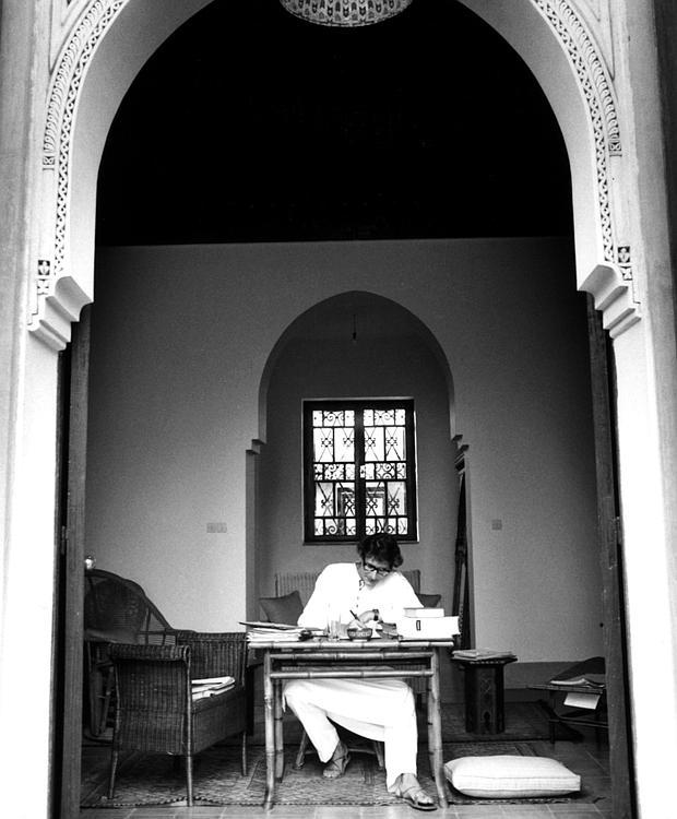 Yves Saint Laurent en su casa de Marruecos
