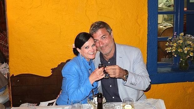 Paolo Macciarini y Benita Alexander brindan por su amor