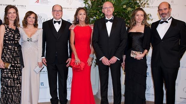 María García de la Rasilla, Carol Portabella, Alberto de Mónaco, Isabel Preysler, Patrick Van Klaveren, embajador de Mónaco en España; Miriam Ungría y Manuel Ruiz de la Prada