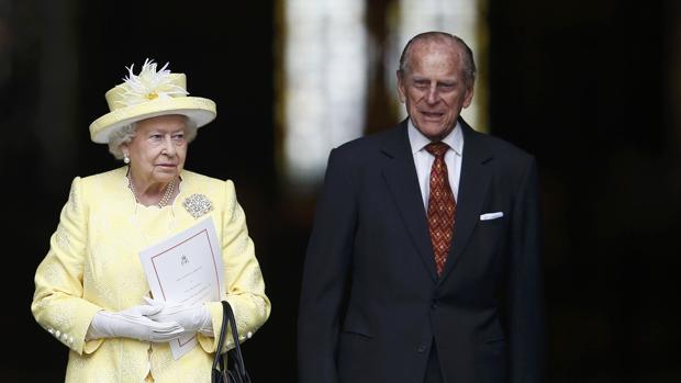 Isabel II y el Duque de Edimburgo a su salida de la catedral del San Pablo