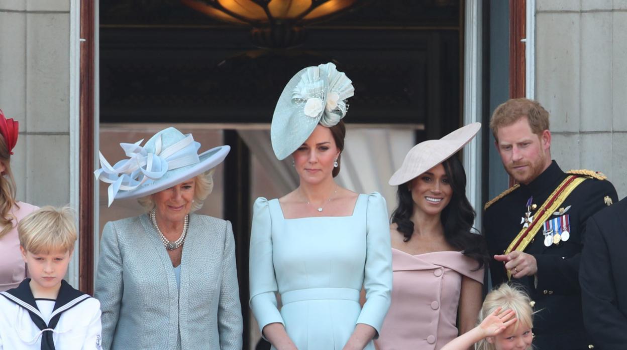 El Principe Harry Habla Por Primera Vez De Su Relacion Con Camila De Cornualles No Es Una Madrastra Malvada