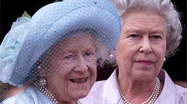 Ginebra Vino Martini Y Champan Asi Era El Minibar De La Reina Madre Que Ha Heredado Isabel Ii