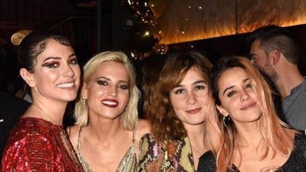 Blanca Suárez con sus compañeras de la serie «Las chicas del cable»