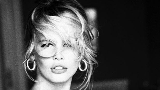 Instagram El Increíble Desnudo Integral De Claudia Schiffer A Sus