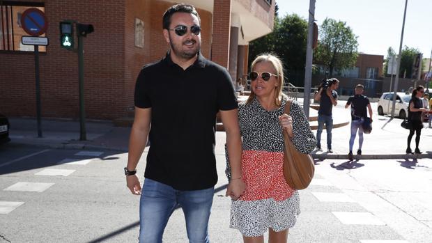 Belén Esteban y Miguel Marcos llegando a un jucio en Torrejón de Ardoz, Madrid