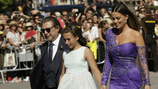 Lorena a su llegada a la boda de Sergio Ramos y Pilar Rubia con la hija de René Ramos