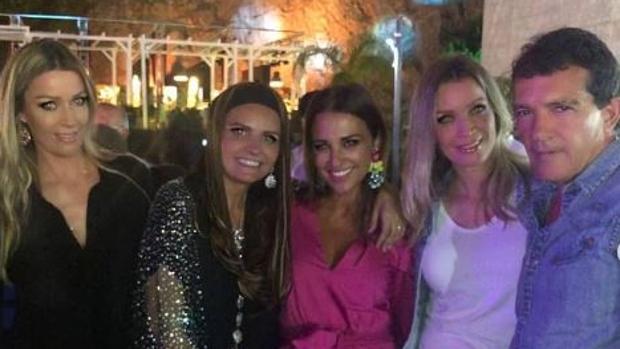 Barbara Kample, Sandra Gª San Juan, Paula Echevarría, Nicole Kample y Antonio Banderas